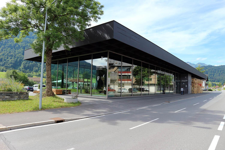 Werkraum Bregenzerwald. Ausstellungs- und Versammlungsraum mit Verwaltung, Shop und kleiner Gastwirtschaft. Baubeginn Februar 2012, Fertigstellung Juli 2013