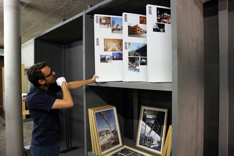 Werkraum Depot. Mit Thomas Geisler (*1971), Werkraum-Geschäftsführer seit Sommer 2016. Zuvor war der gelernte Keramiker und studierte Produktgestalter Kustode am MAK – Österreichisches Museum für angewandte Kunst/Gegenwartskunst in Wien. Er ist mitverantwortlich für die Gründung der Vienna Design Week.