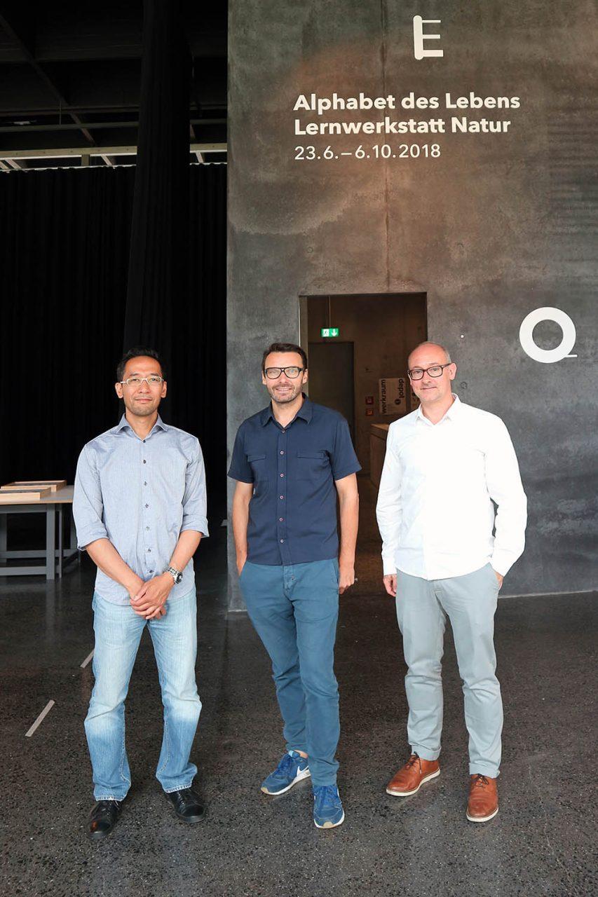 Werkraum Bregenzerwald. THE LINK-Betreiber Jan Dimog und Hendrik Bohle (li.) mit Werkraum-Geschäftsführer Thomas Geisler (mi.).