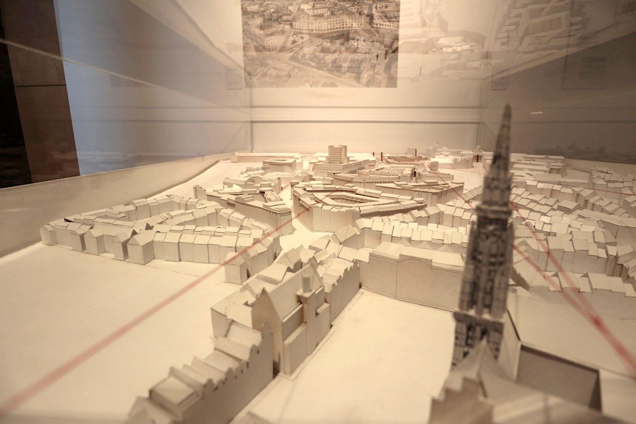 """""""Victor Horta and Brussels"""". Die Ausstellung (15.1.–31.12.2018) zeigt Schlüsselwerke des Jugendstil-Architekten und seines Erbes."""