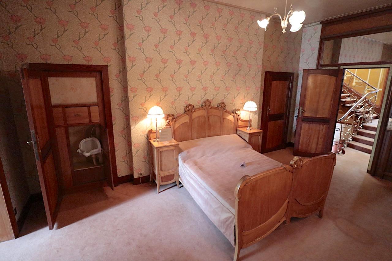 Horta Museum. Schlafzimmer mit Pissoir (ganz links)