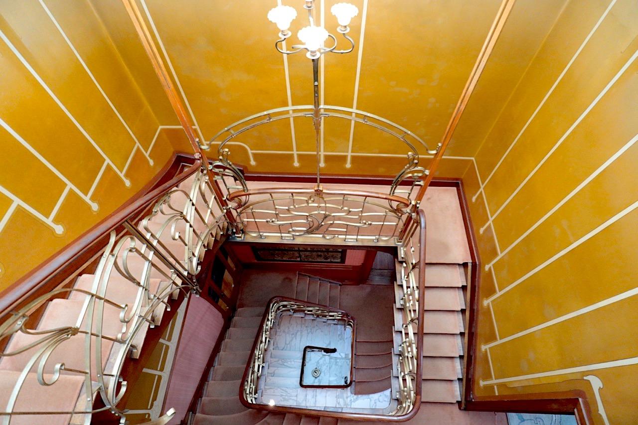 Horta Museum. Üppige Dekoration mit klarer Symmetrie: das Treppenhaus im Wohnhaus.