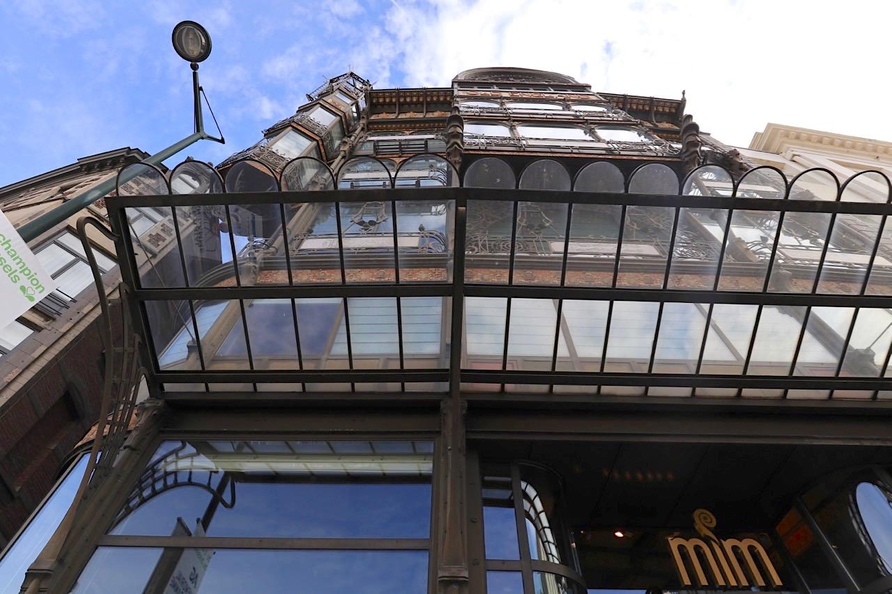 """Musikinstrumentenmuseum. Das auch als """"Old England"""" bekannte Gebäude war einst ein Kaufhaus."""