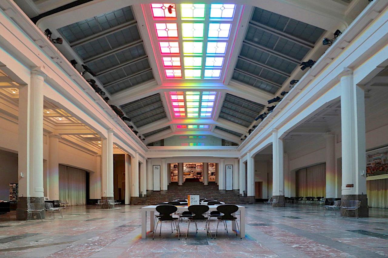 Palais des Beaux-Arts de Bruxelles BOZAR. Das Palais des Beaux-Arts (franz.), BOZAR, ist ein Kulturzentrum und Gebäudekomplex, geplant und gebaut zwischen 1922–1928.