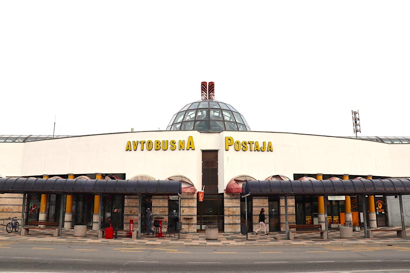 Autobusbahnhof. von Borut Pečenko und Ivo Goropevšek.