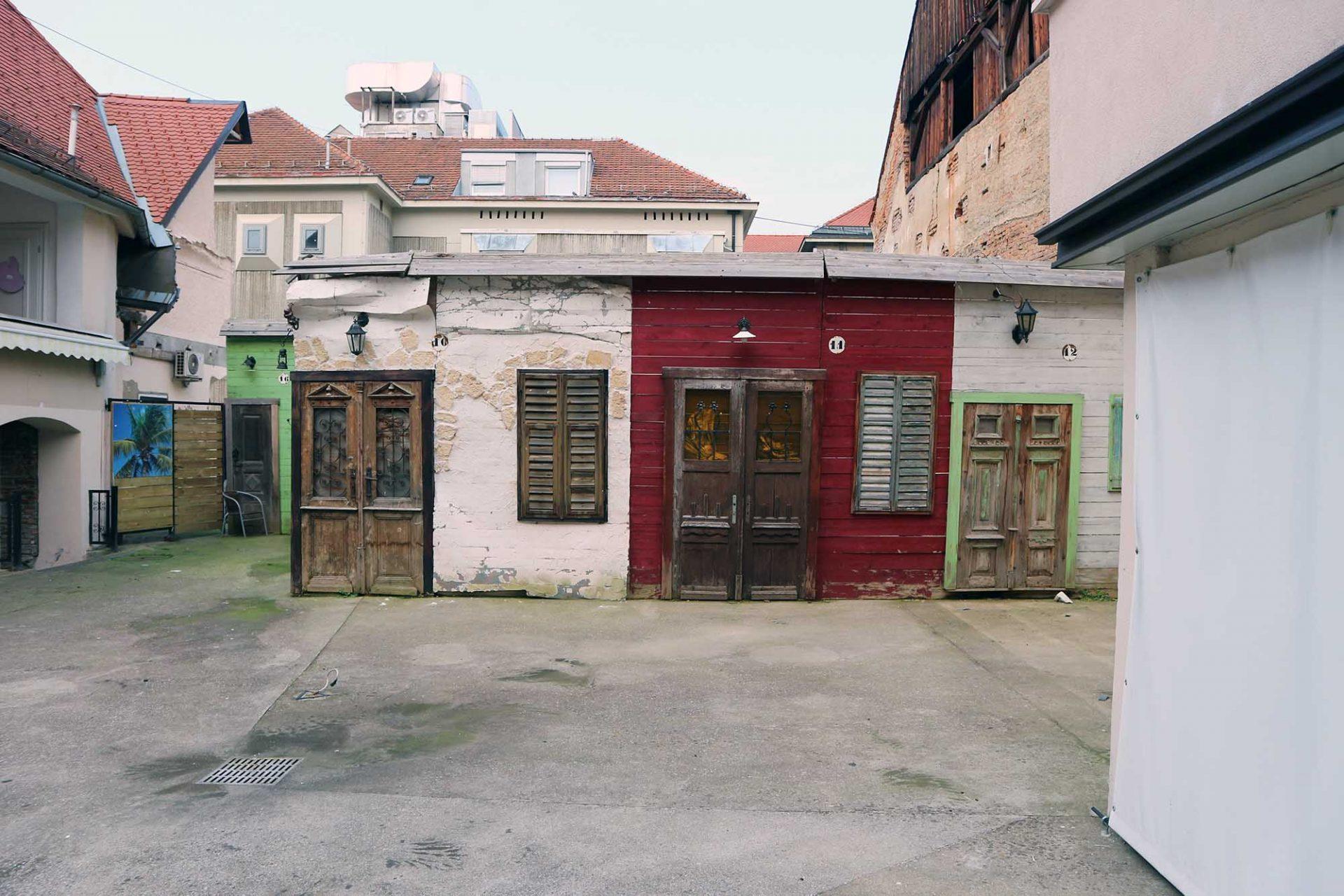Kleinteilig. Beim Gang durch die Altstadt auch in die Innenhöfe schauen.
