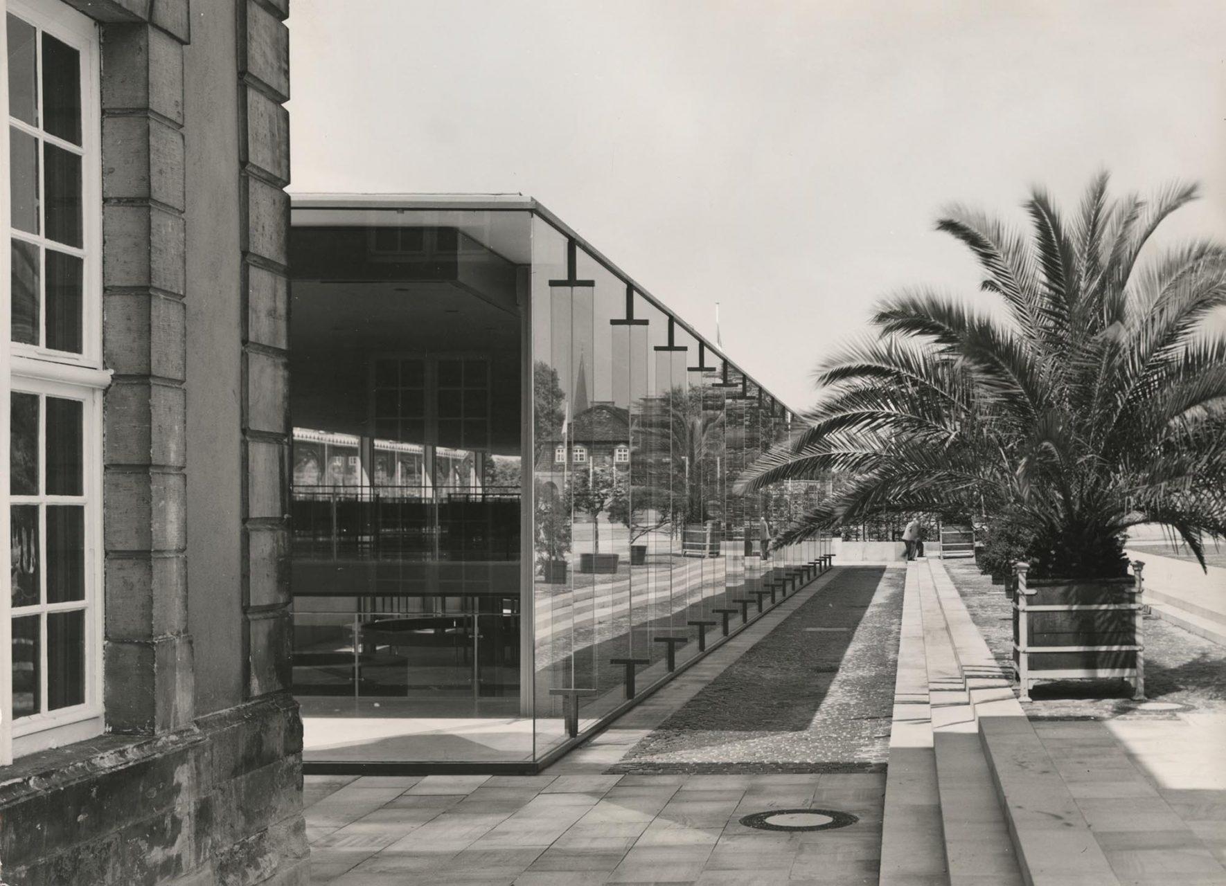 """Arne-Jacobsen-Foyer, 1968. Das """"Bella Vista"""" blieb eine Vision. 1966 wurde das sehr viel bescheidenere Arne-Jacobsen-Foyer errichtet."""