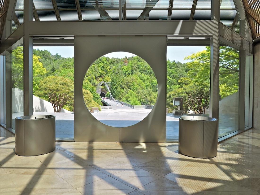 Beschwingter Abgang. Der Weg zurück unterstreicht Ieoh Ming Peis Philosophie, dass das Vergnügen an Architektur in der neugierigen Bewegung liegt, nicht im Ziel.