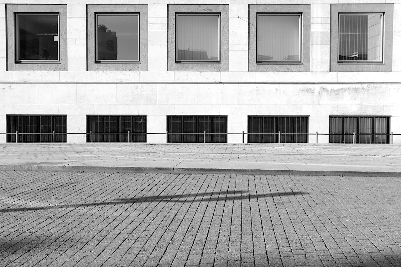 Rathaus. Beide waren ähnlich prägend für die Stuttgarter Nachkriegsarchitektur wie ...