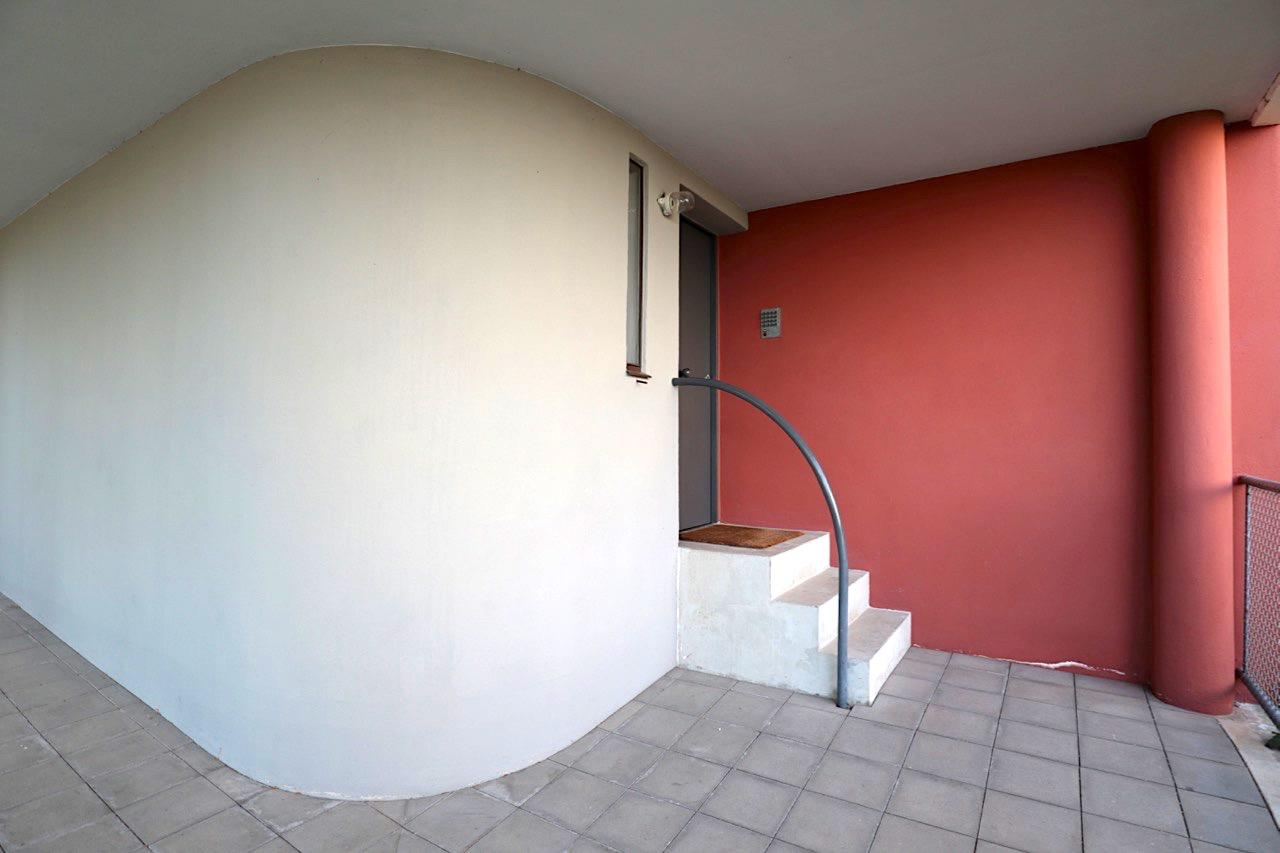 Weissenhofmuseum im Haus Le Corbusier. Der vordere Eingangsbereich zur rechten Haushälfte, die in den Originalzustand von 1927 versetzt wurde.