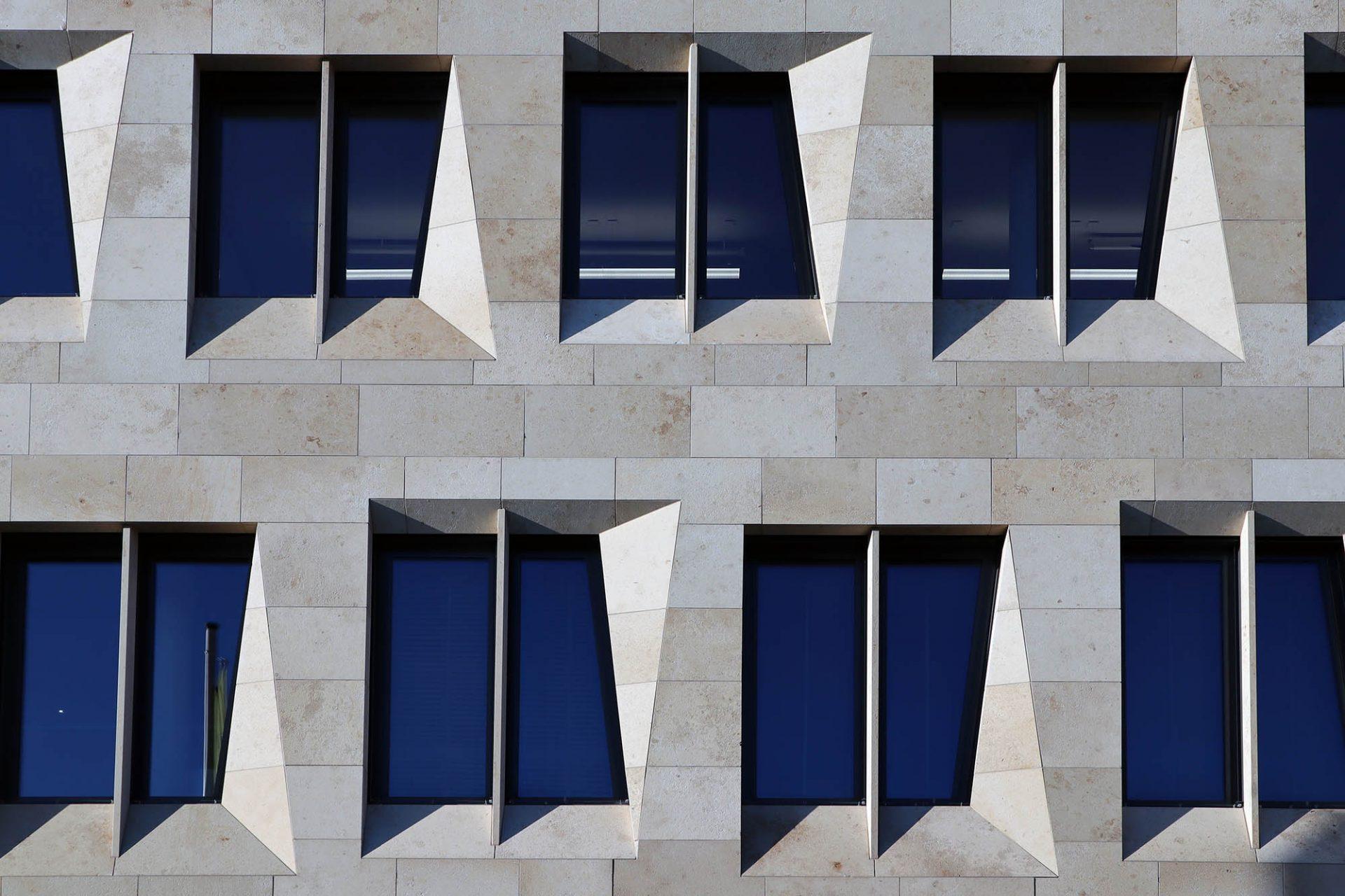 Dorotheen Quartier. In Deutschland gehören u. a. das Verwaltungsgebäude der Nord/LB in Hannover (2002), das Ozeaneum Stralsund (2008), der Marco-Polo-Tower in Hamburg (2010) zu ihren prominentesten Bauten.
