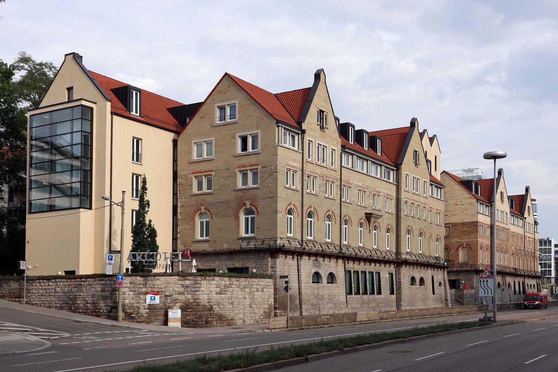 Arcotel Camino. Entwurf (Umbau): Harald Schreiber, Wien, und Christoph Mäckler Architekten aus Frankfurt. Fertigstellung: 2008. Das ehemalige Wasch- und Badehaus (1890) steht im Postdörfle. Hier entstand die erste Werkssiedlung Stuttgarts.