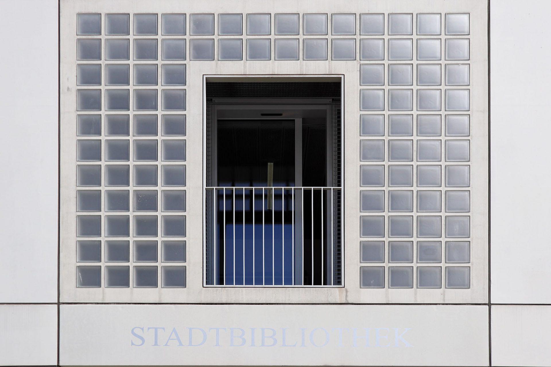 """Stadtbibliothek. """"Solipsistische Stuttgart-21-Kaaba"""""""