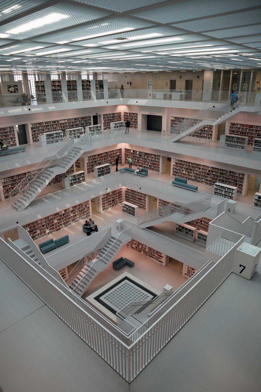 "Stadtbibliothek. ""Plattenbau"""