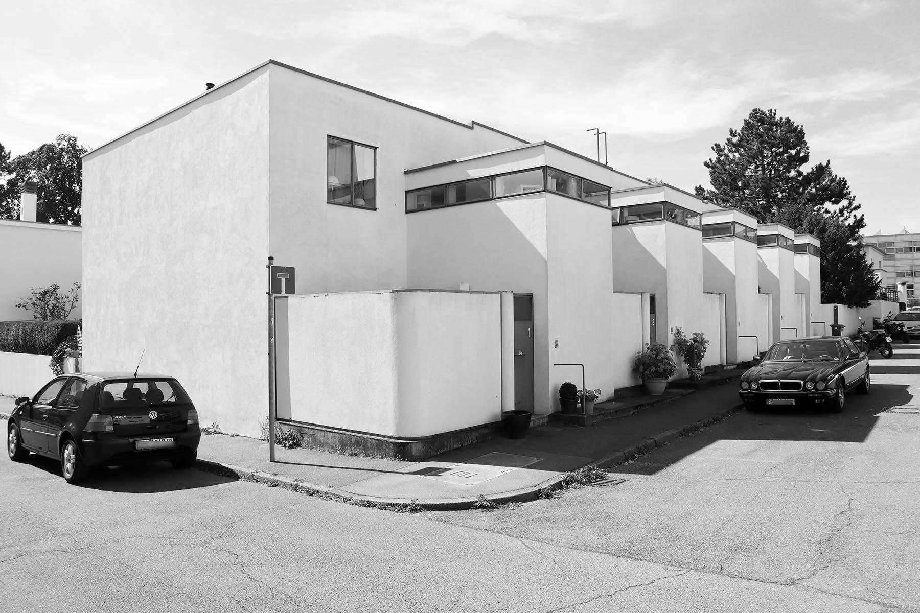 Weissenhofsiedlung. Reihenhäuser von J.J.P. Oud. Pankokweg 5–9.