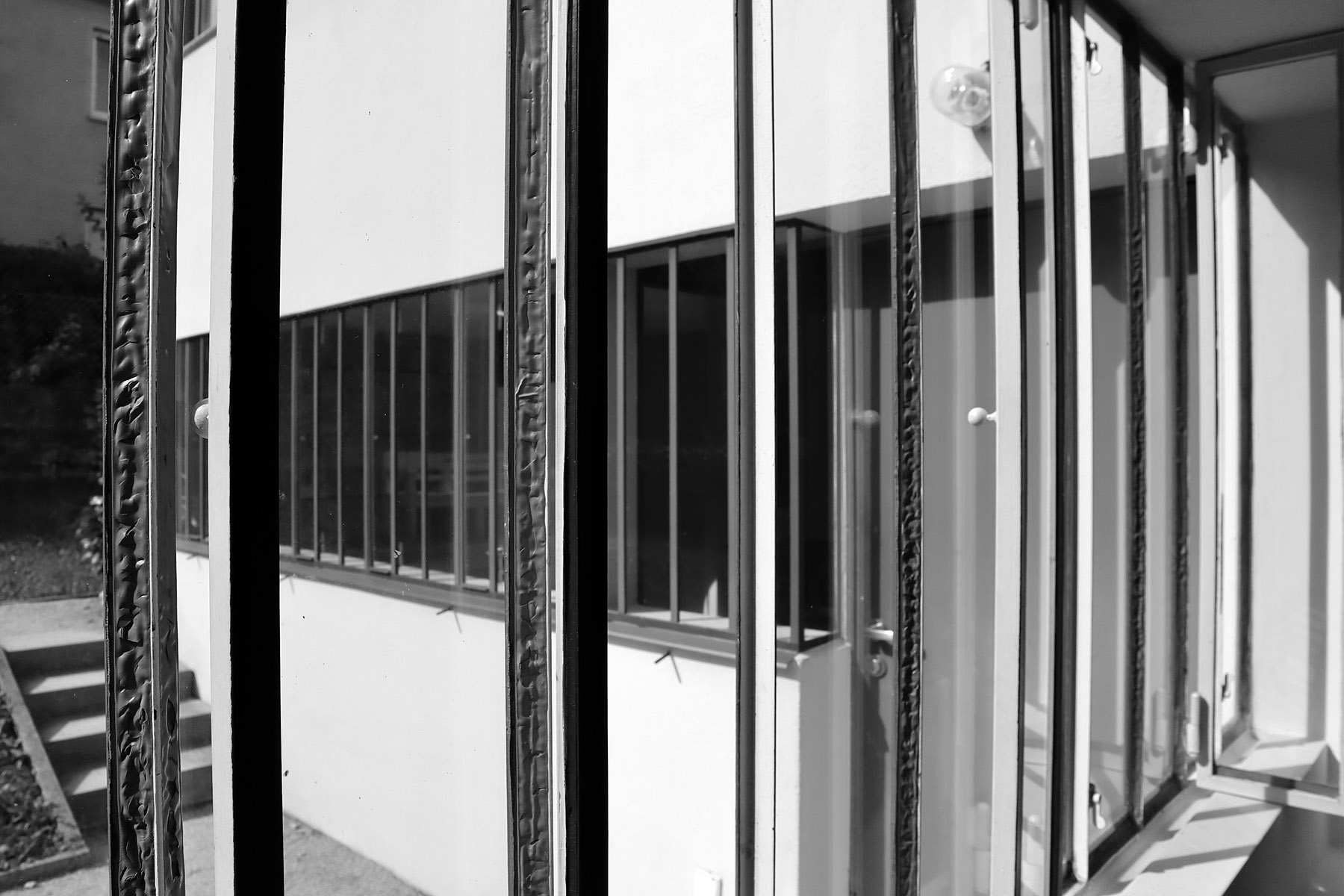 Weissenhofmuseum im Haus Le Corbusier. Der Blick aus dem Raum des Dienstmädchens.