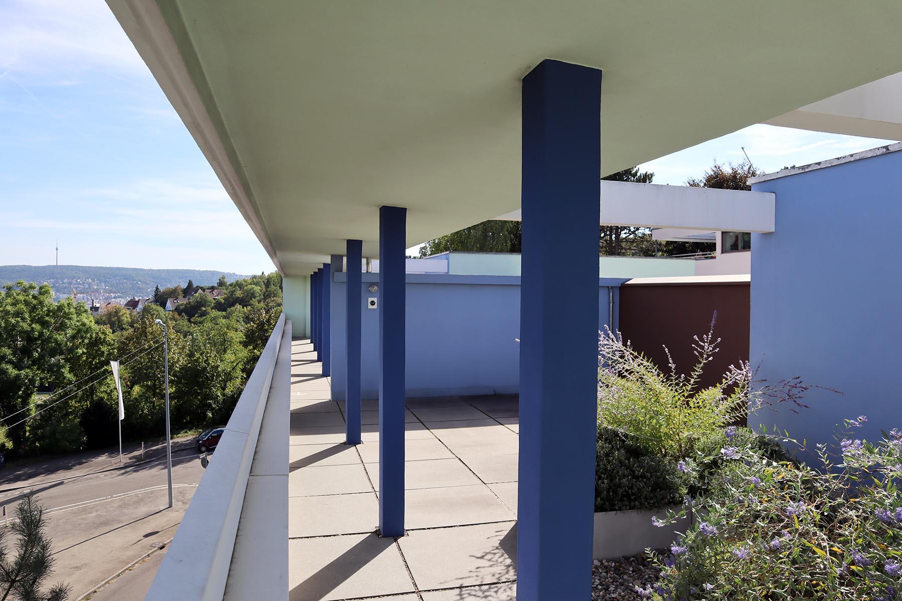 Weissenhofmuseum im Haus Le Corbusier. Die Dachterrasse des Weissenhofmuseum, das im Oktober 2006 eröffnete. Es ist ein städtisches Museum, das vom Verein Freunde der Weissenhofsiedlung e.V. betrieben wird.