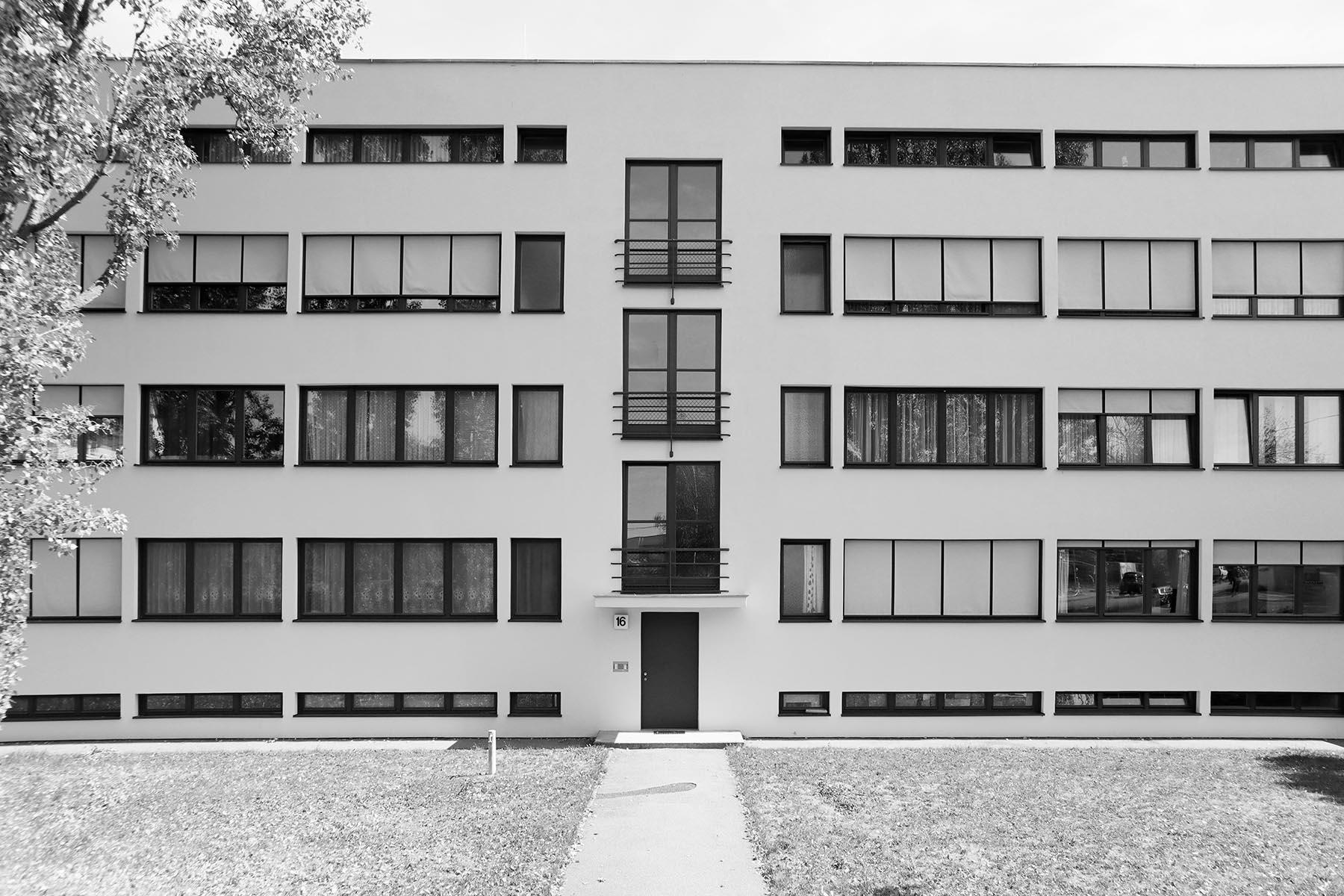 Weissenhofsiedlung. Wohnblock von Ludwig Mies van der Rohe. Am Weißenhof 14–20.
