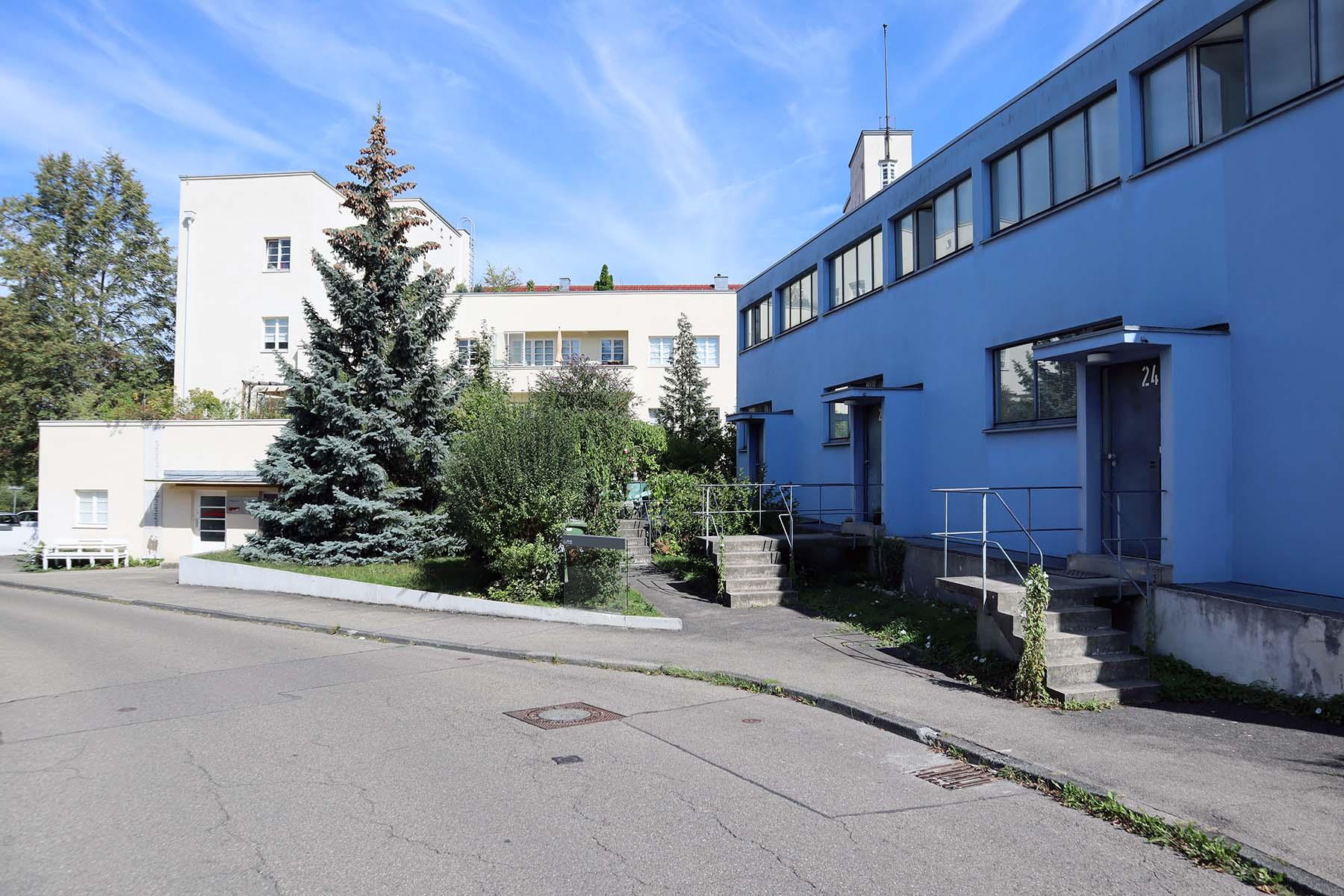 Weissenhofsiedlung. Terrassenhaus von Peter Behrens, rechts die Terrassenhäuser von Mart Stam.