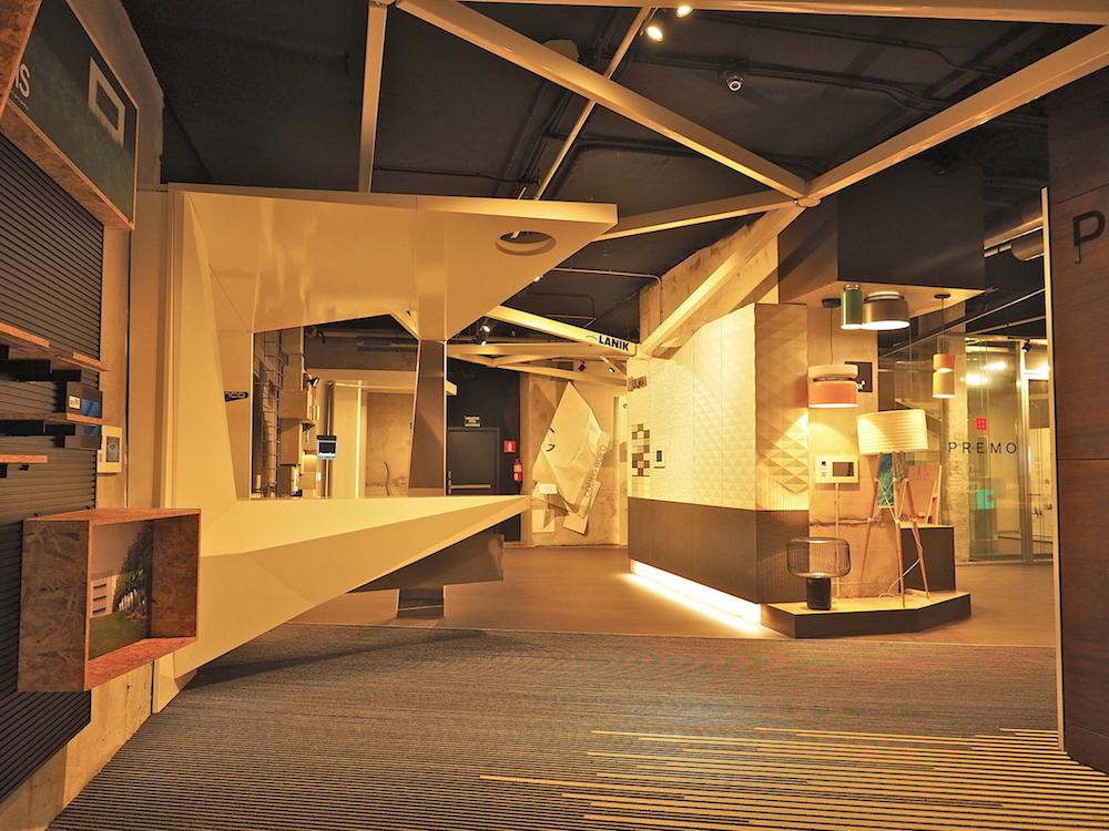 """Baskisches Design.. Unter dem Stichwort """"Basque Living"""" haben sich im Basement zweiundzwanzig Firmen in einem Showroom zusammen gefunden. Manche von ihnen sind auch an der Ausstattung der Tabakalera beteiligt."""