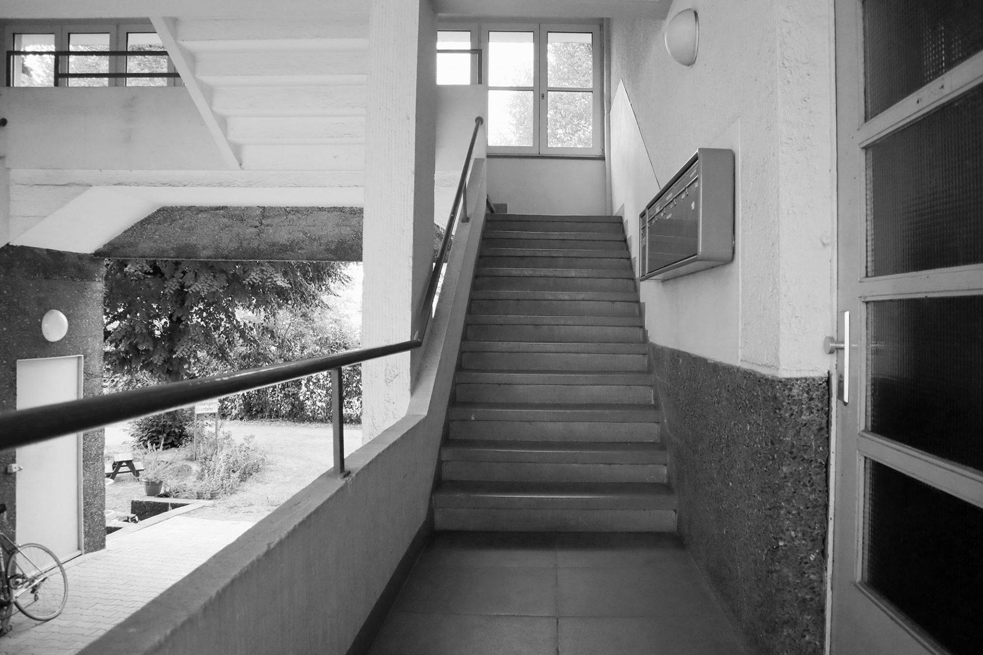 Alker-Block. An den beiden Längsseiten gibt es eine Durchfahrt zum Innenhof.