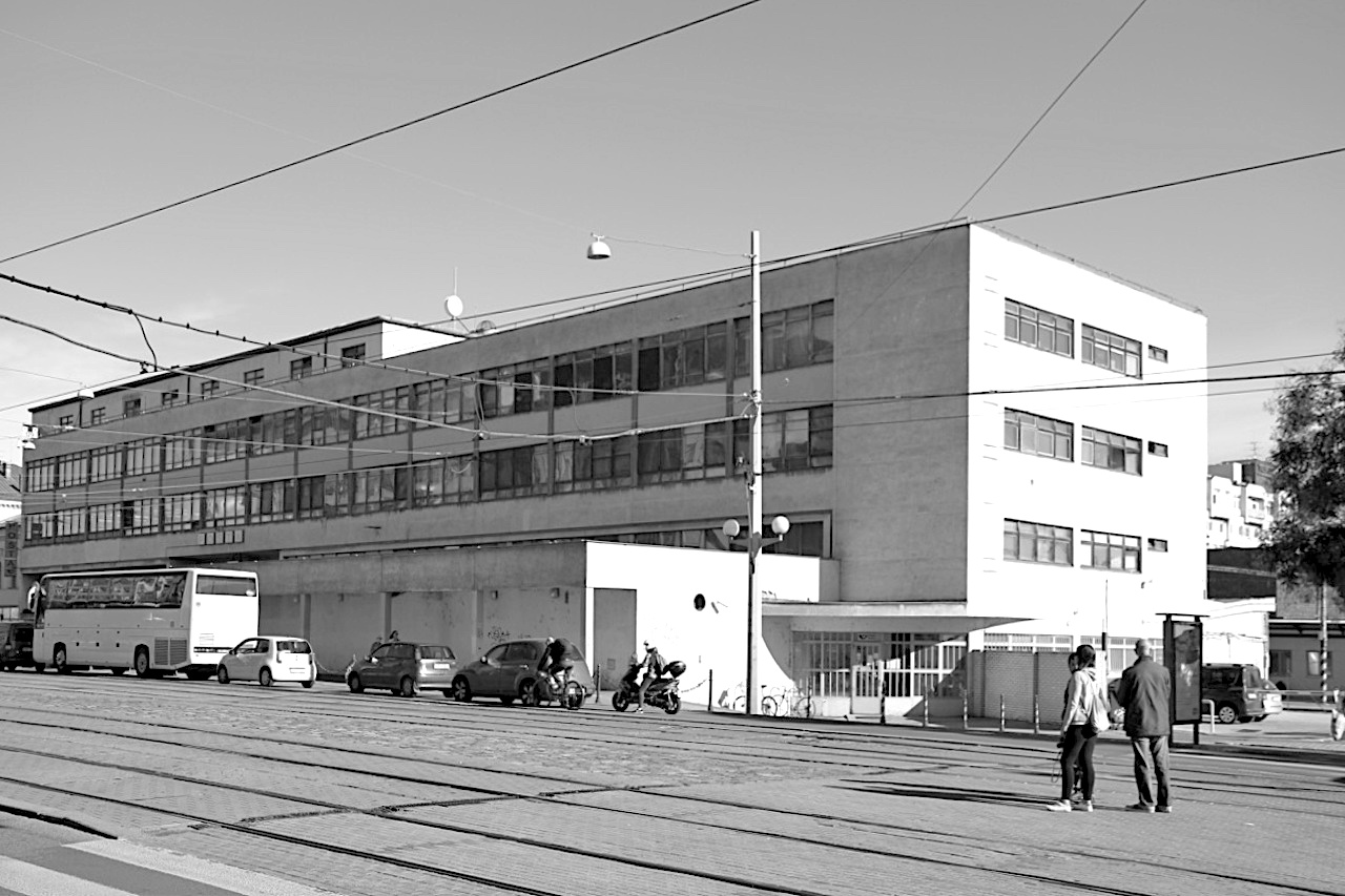 Bahnhofspost. Entwurf: Bohuslav Fuchs, Fertigstellung: 1939