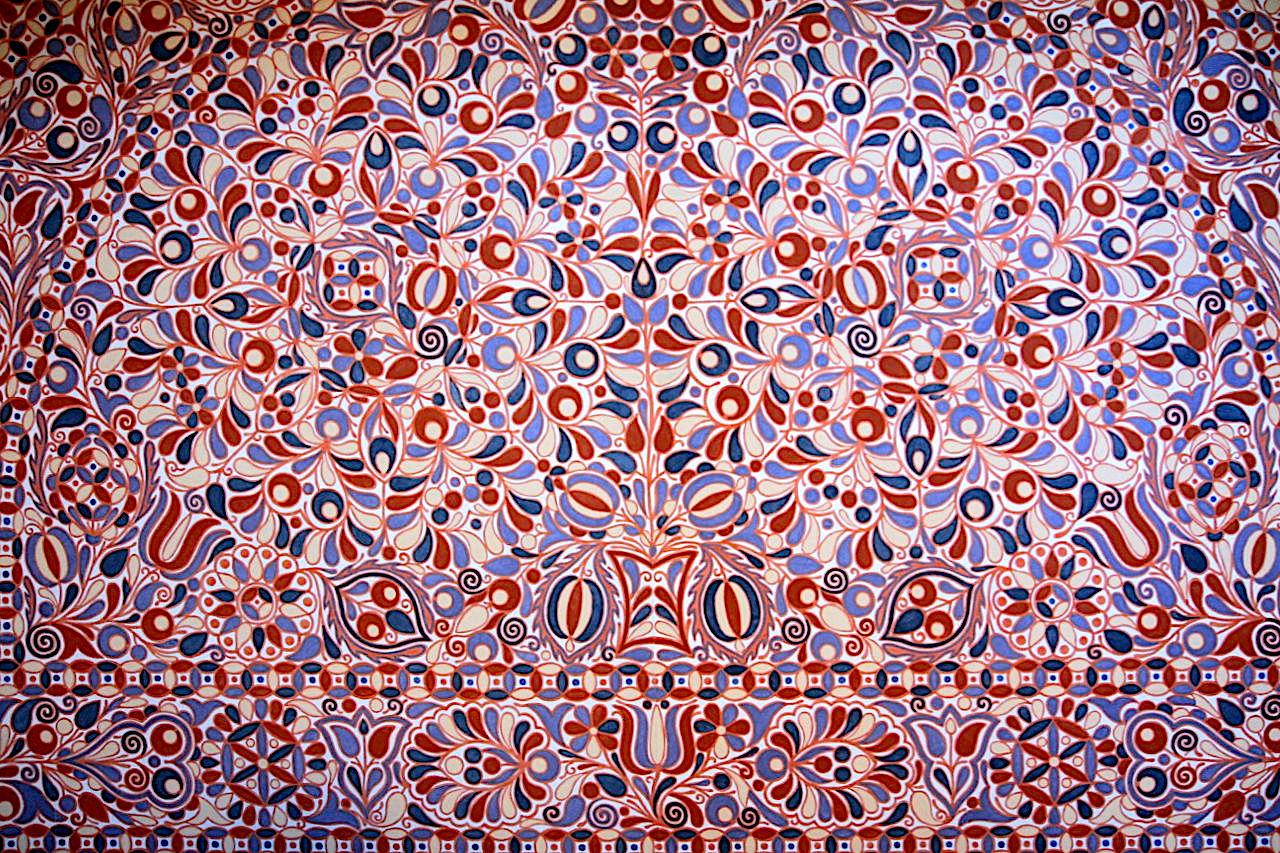 Villa Jurkovič. Farbenpracht der Sitznische in der Halle