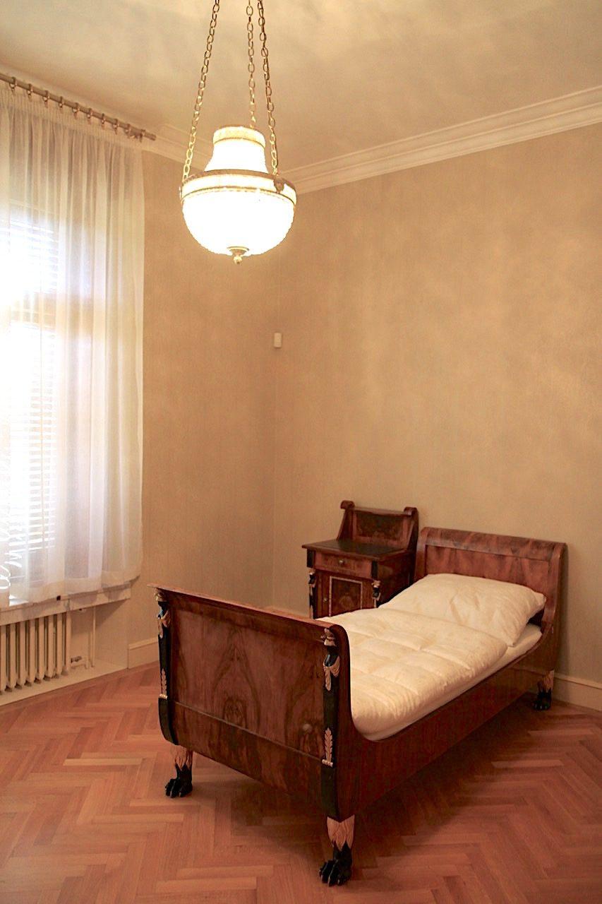 Villa Stiassni. Das Ehepaar mit der Tochter bewohnte das Haus ...