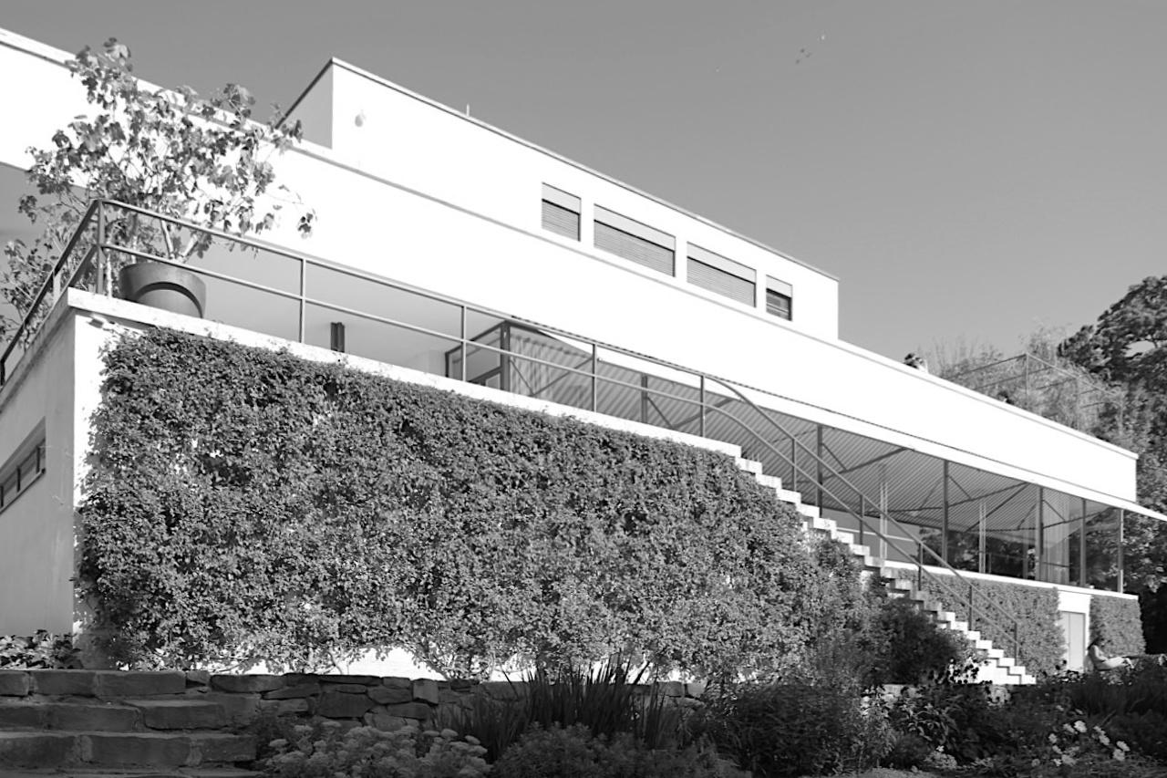 Villa Tugendhat. ... zu denen auch u. a. Le Corbusiers Villa Savoye, Frank Lloyds Wrigths Robie House und ...