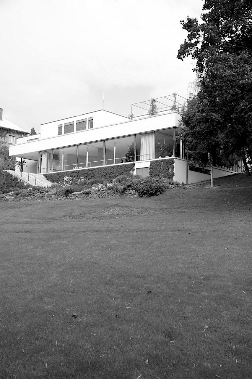 Villa Tugendhat. Die funktionalistische Architektur der Villa Tugendhat zählt zu den wichtigsten Bauten der Moderne ...
