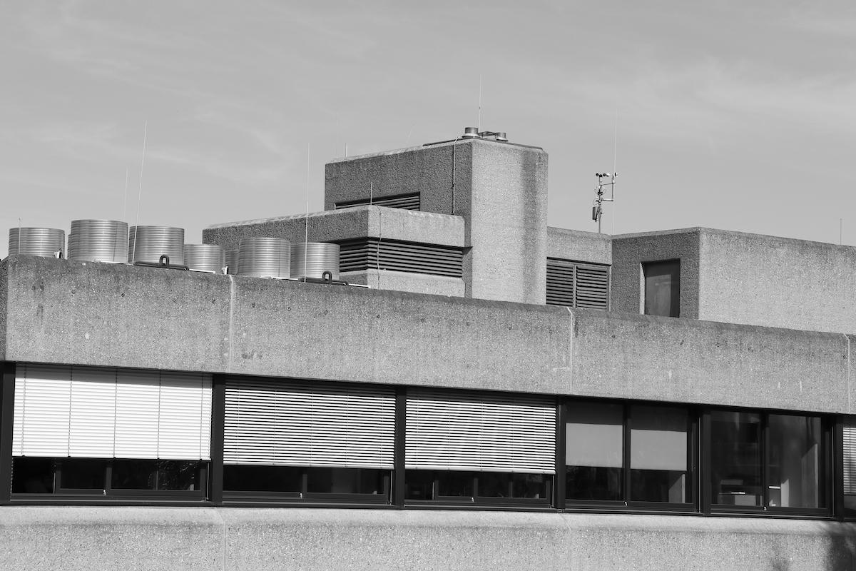 Deutsches Literaturarchiv. Seit März 2018 steht das Gebäude unter Denkmalschutz und wird als qualitätsvolles und anschauliches Bauwerk der Nachkriegsmoderne in Deutschland gelobt.
