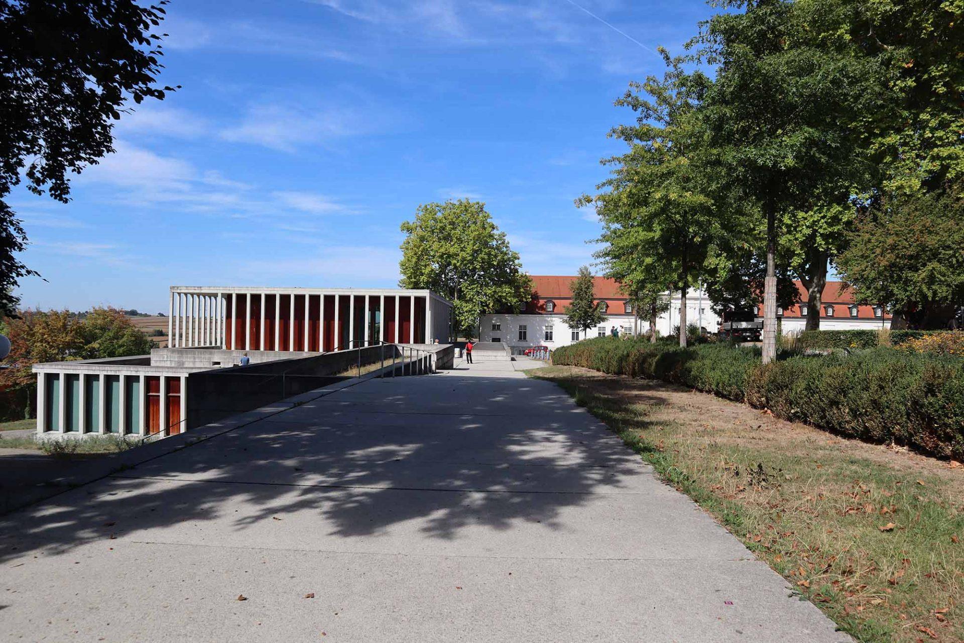Literaturmuseum der Moderne. Pavillonartiger Kubus
