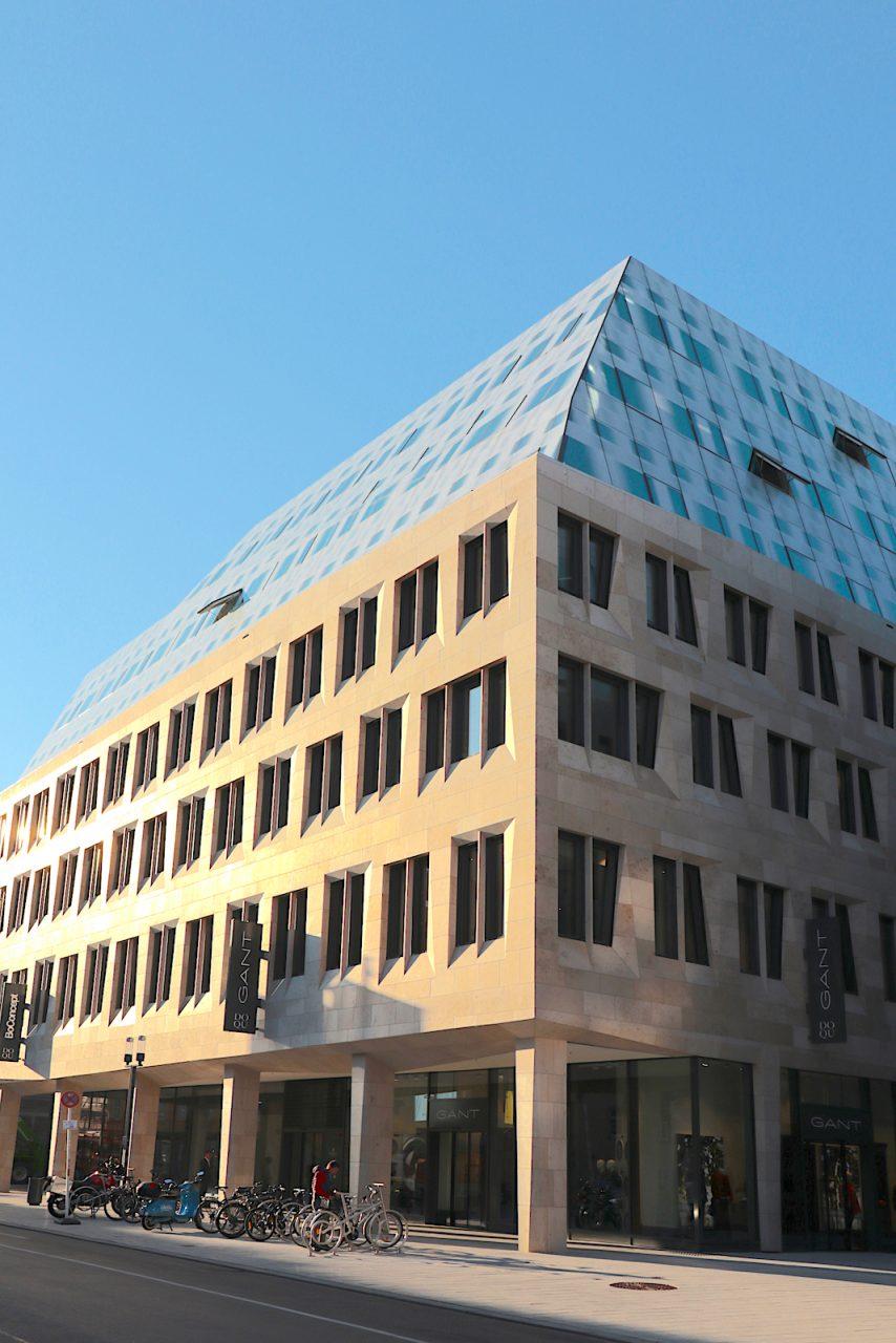 Dorotheen Quartier. ... hat sich mit drei Standorten und 90 Mitarbeitern zu einem großen Architekturbüro mit zahlreichen Projekten weltweit entwickelt.