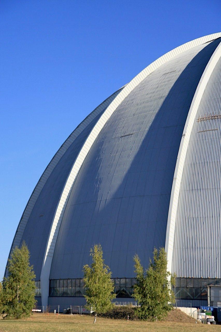 Tropical Islands. Entwurf: SIAT GmbH & Co. KG, Fertigstellung: 2000. Umbau der Industriehalle durch CL MAP GmbH, München, Fertigstellung: 2004.
