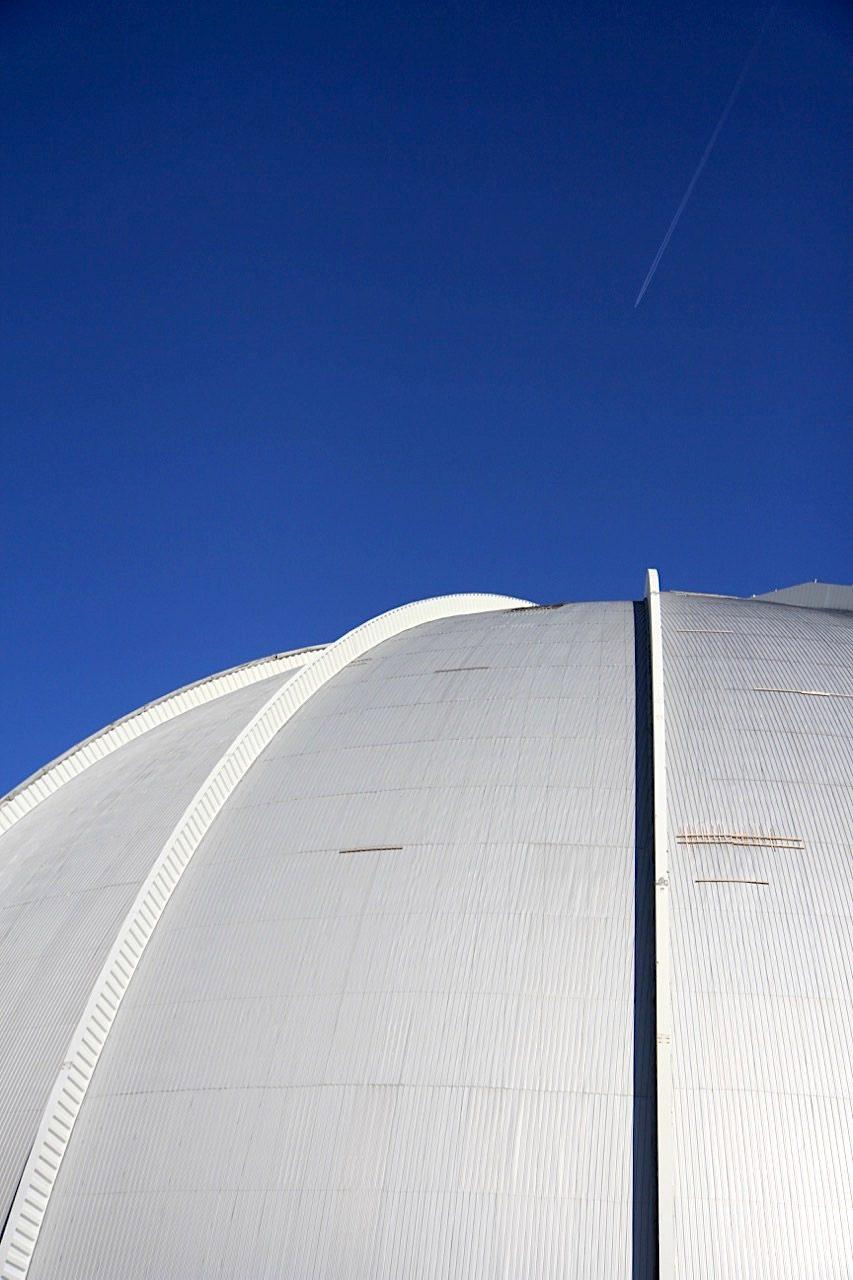 Aufwand. 120 Industriekletterer waren für die Eindeckung der 40.000 qm großen Hallen-Membrane nötig.