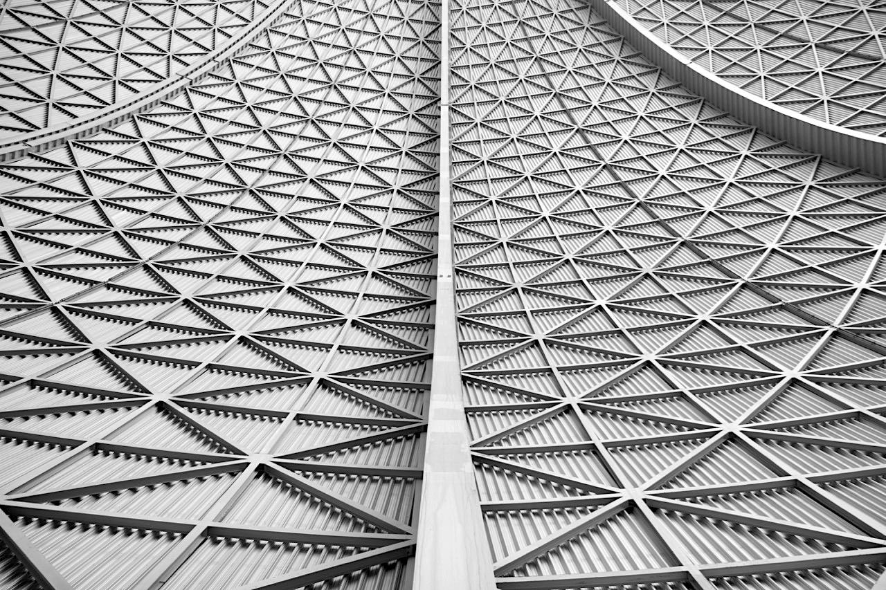 Symmetrie. ... dazu kam der Austausch von 20.000 qm PVC-Membran gegen eine transparente UV-Strahlen durchlässige ETFE-Folien-Konstruktion aus 64 Kissen mit einer Fläche von jeweils 300 qm.