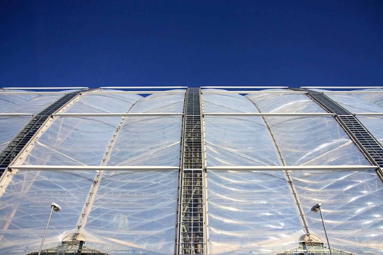 Aufgeschlossen. Transparente UV-Strahlen durchlässige ETFE-Folien-Konstruktion
