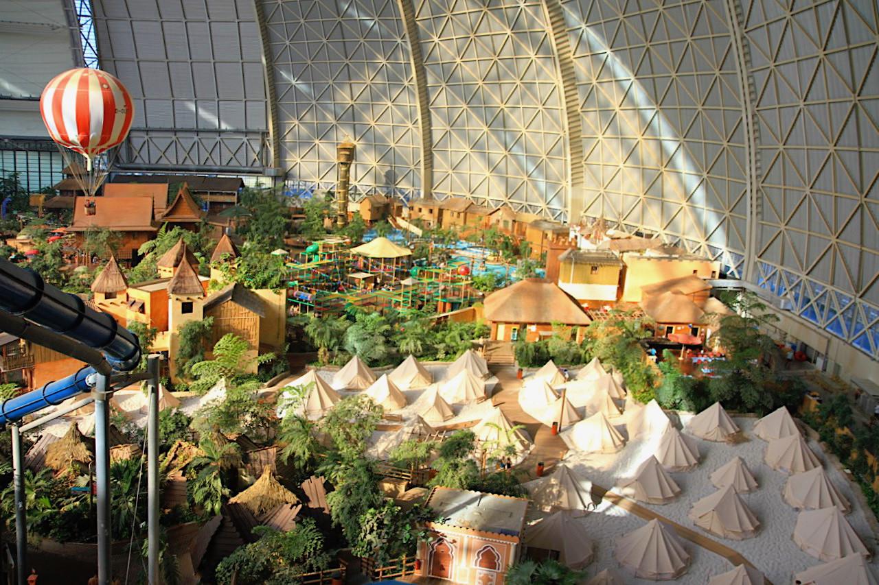 Größe. Die Halle ist 360 Meter lang, 210 Meter breit und 107 Meter hoch.