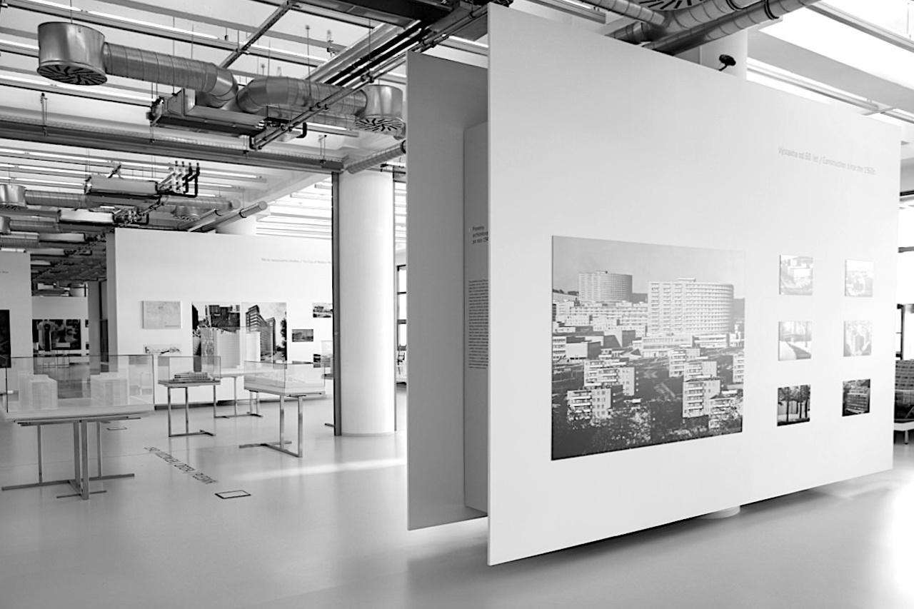 14|15 Bata Institut. Ein Bereich widmet sich den städtebaulichen und architektonischen Merkmalen Zlíns und den Bata-Bauten.
