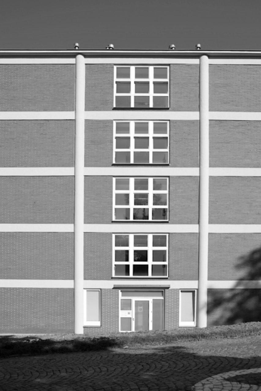 Prinzip. Das Bata-Prinzip übertrugen die Verantwortlichen auch ins Ausland: von den betrieblichen Sozialleistungen bis zum Städtebau und zur Architektur. Zlín war ein Testfeld für die Produktion einer an der architektonischen Moderne orientierten Fabrikstadt: standardisierte, rationelle Herstellung, massenhafte Reproduzierbarkeit und exportfähig.