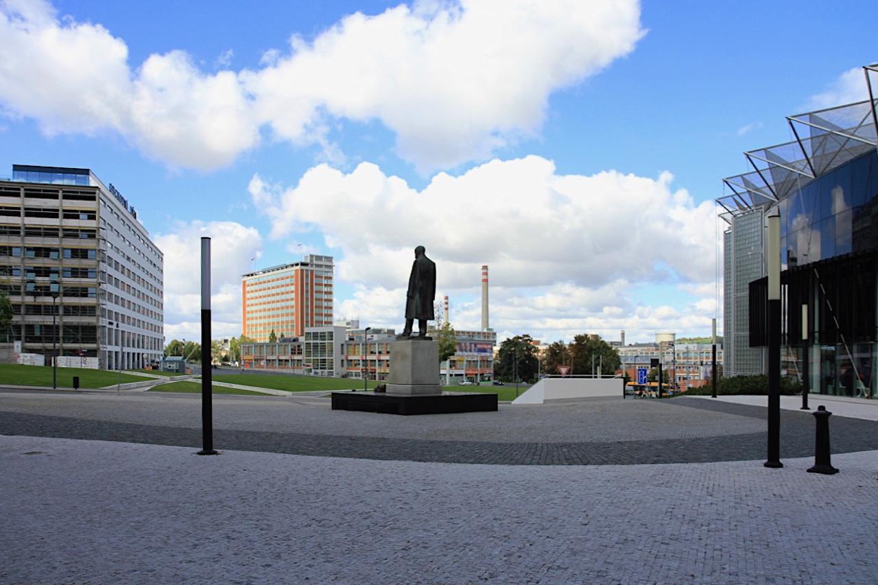 Panorama. ... der linearen Logik der Bata-Bauten und zeugen zugleich vom Respekt der funktionalistischen Ära.