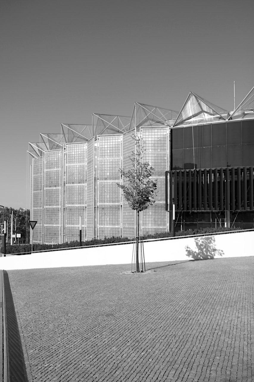 Kultur- und Universitätszentrum. Im multifunktionalen Kulturgebäude finden Konzerte ...