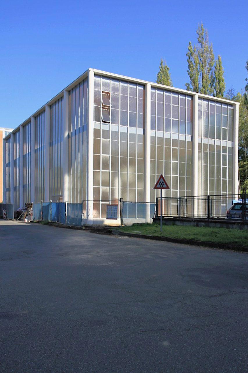 Tomas-Bata-Denkmal. Entwurf: F. L. Gahura, Fertigstellung: 1933. Der gläserne Transparenzbau gilt als Gahuras Meisterstück.