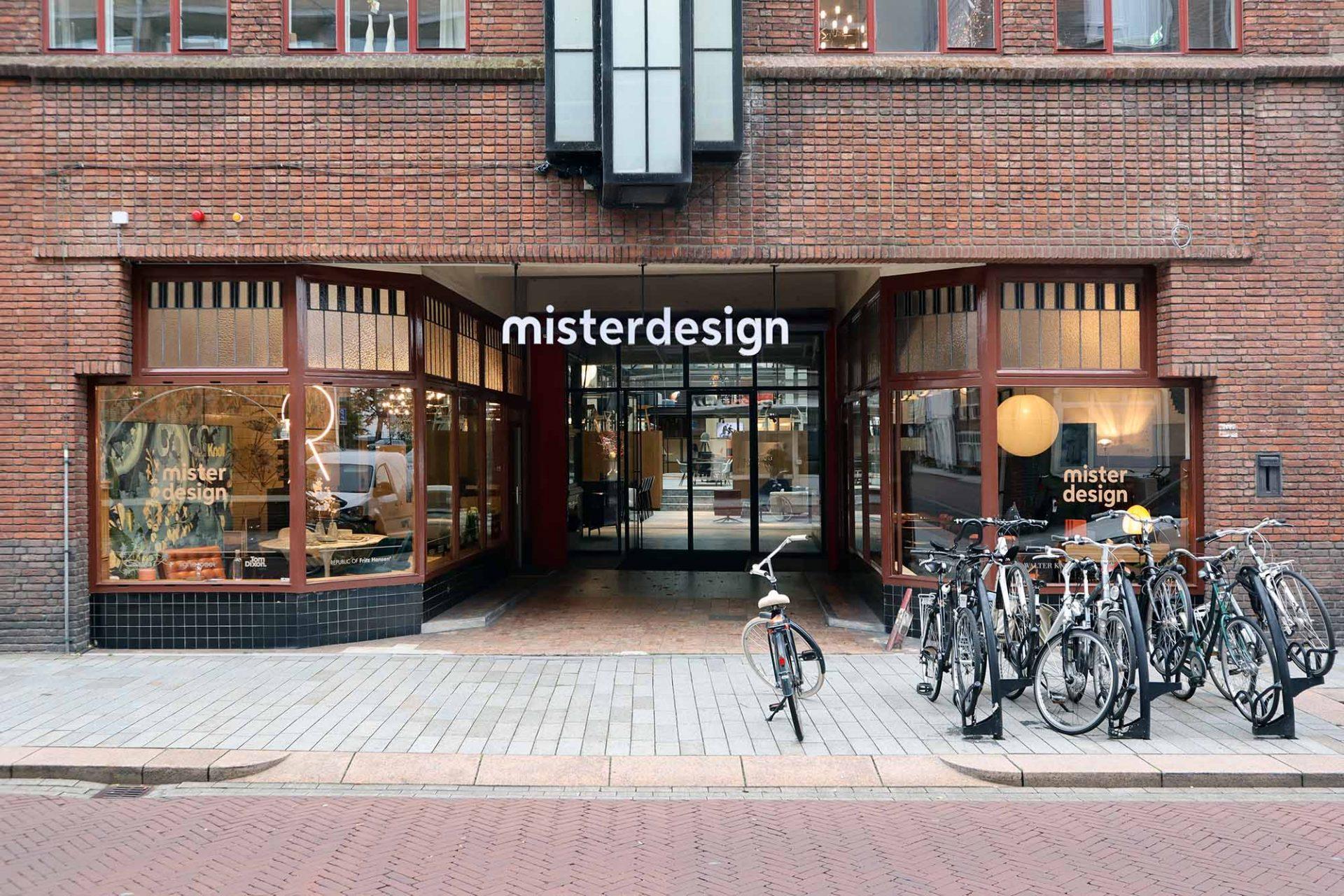 Mister Design. Im benachbarten Haus finden sich Designklassiker des letzten Jahrhunderts.