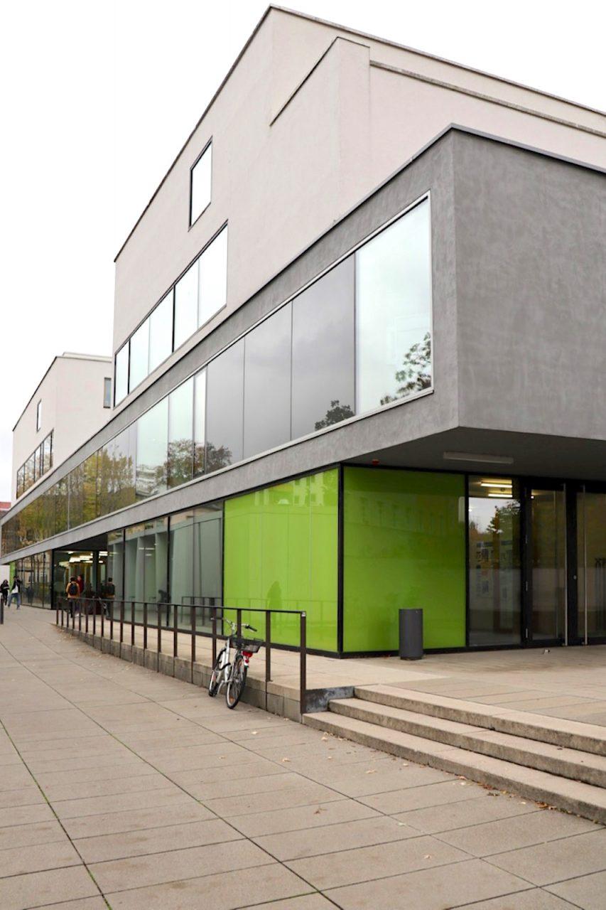 Seminar- und Hörsaalgebäude. Entwurf: Christoph Ganz, Bamberg, mit kuntz und manz architekten, Würzburg (heute kuntz und brück Architekten und Ingenieure), Fertigstellung 2011.