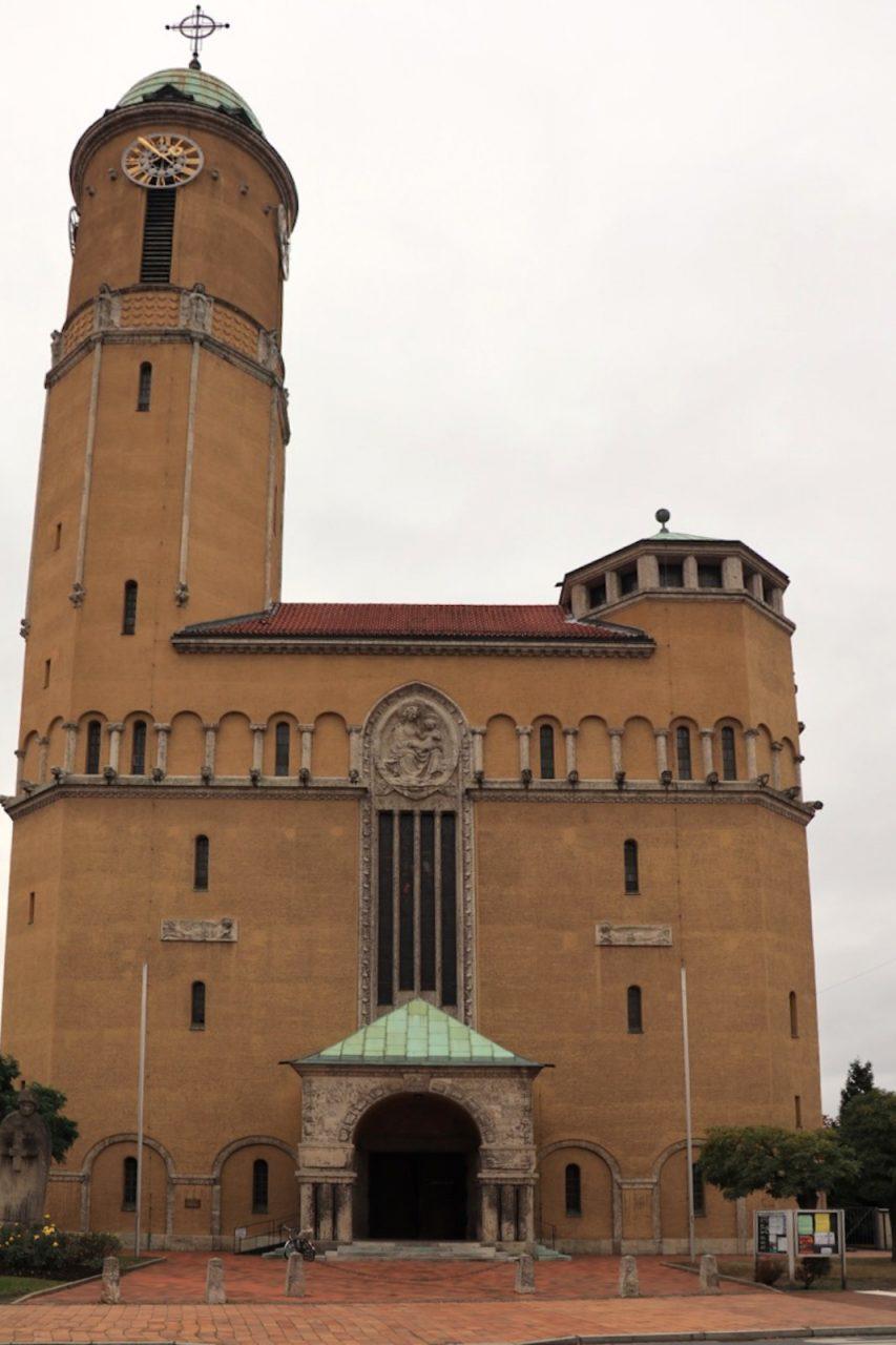 St. Otto. ... In den 1920ern realisierte O.O.Kurz Wohnungsbauprojekte im Stil der Neuen Sachlichkeit. Er hat in München mehrere Wohnhäuser und Kirchen entworfen (in Zusammenarbeit mit Eduard Herbert).