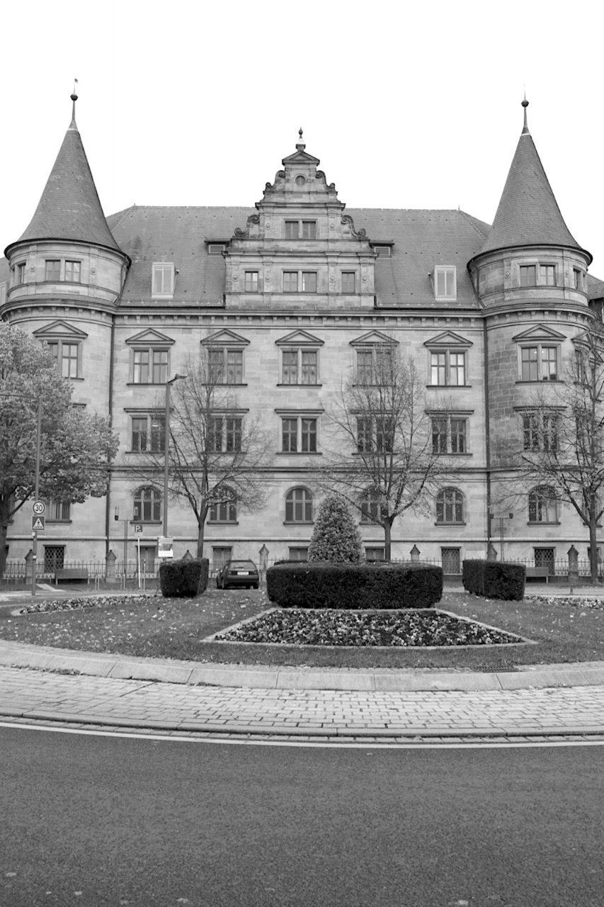 """Wilhelmsplatz. Der Platz gehört zu den wichtigen Eingangstoren zur Bamberger Innenstadt. Er wurde 2010 im Rahmen des Programms """"Zehn Plätze für Bamberg"""" und ..."""