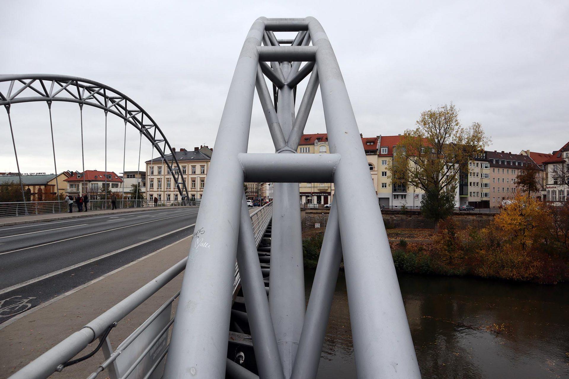 Luitpoldbrücke. Werkauswahl: Holzbrücke bei Essing (zweitlängste Holzbrücke Europas), mehrere Fußgängerbrücken (Weiden in der Oberpfalz, Schleuserkanal in Rathenow, Wublitz in Werder an der Havel sowie Brücke in Potsdam, München und mit dem Drachenschwanz die längste europäische Holzbrücke (Ronneburg, Thüringen).