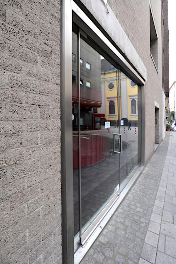 """Schmela Haus. in der Mutter-Ey-Straße 3, Düsseldorf mit der Ausstellung """"Alfred Schmela zum 100. Geburtstag"""" von 24.11.2018 bis 20.1.2019."""