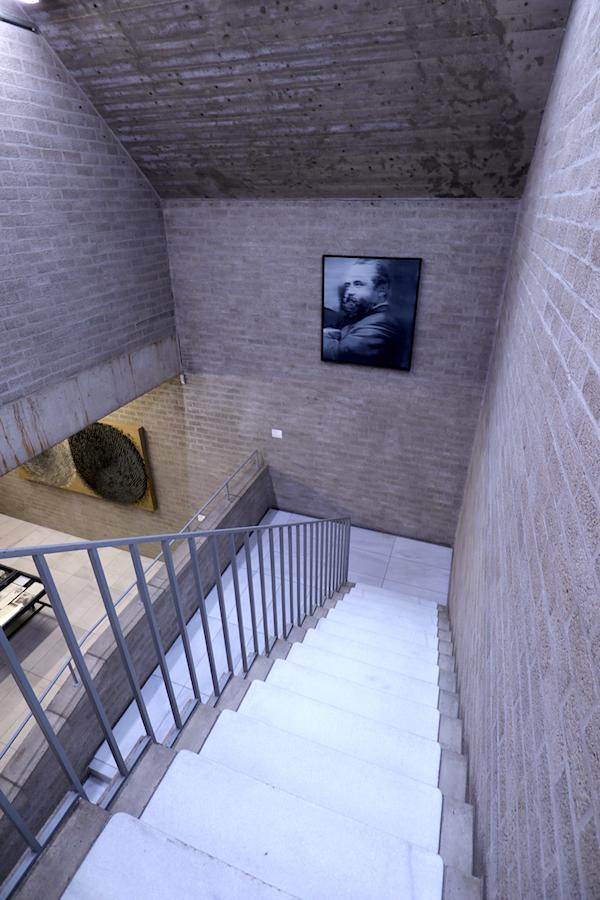 Schmela Haus. Die als Strukturalismus bekannt gewordenenen Impulse und Ideen finden sich auch im Schmela Haus mit der Verwendung von Sichtmauerwerk für außen und innen wieder.